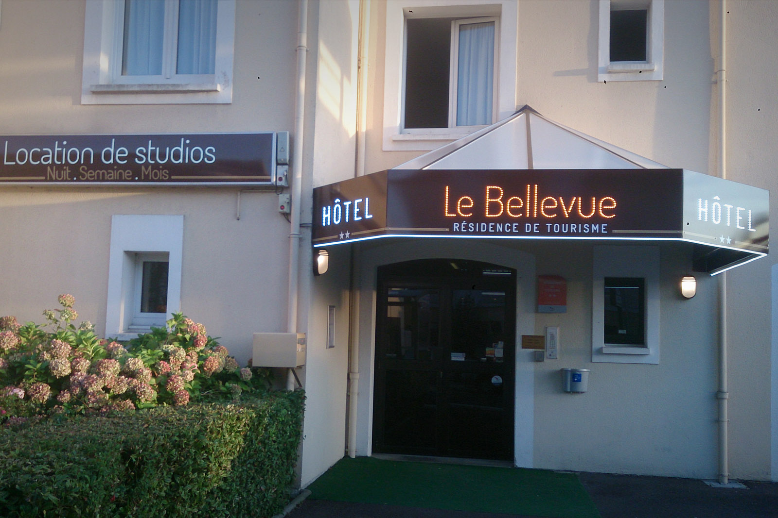 lebellevue3_enseigne-lumineuse-led-caen-saint-lo
